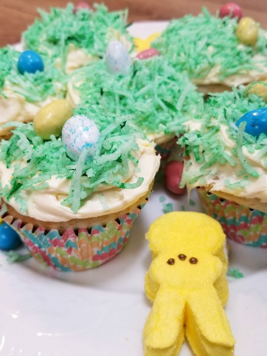 Easter cupcakes that are easy enough for kids to make! #Recipe